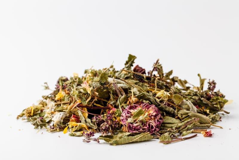 Mezclas de la manzanilla con la infusión de hierbas del Cymbopogon y del hibisco, encima blanca imagen de archivo libre de regalías