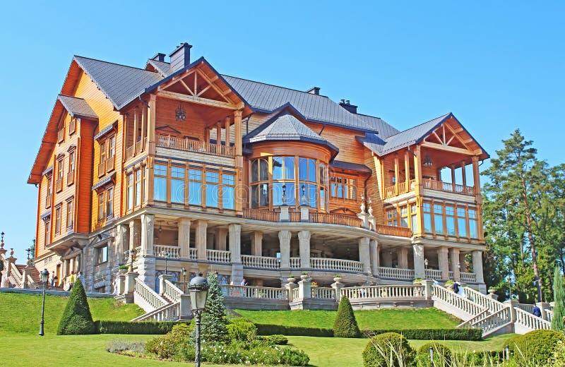 Mezhyhirya - residencia privada anterior del expresidente Yanukovich, región de Kyiv, Ucrania imágenes de archivo libres de regalías