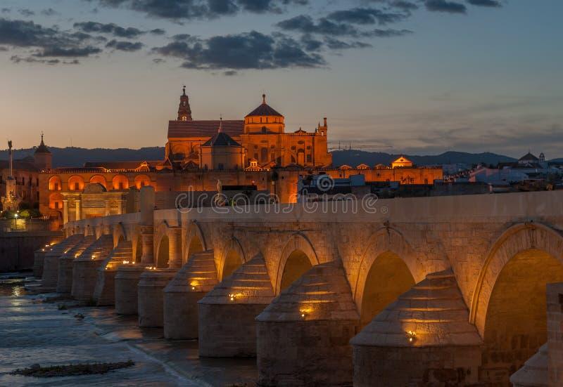 Mezquita大教堂和罗马桥梁,科多巴,西班牙 图库摄影