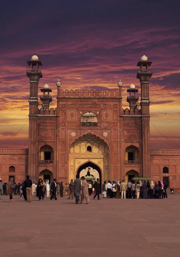 Mezquita de Badshahi de la puerta de la entrada imagenes de archivo