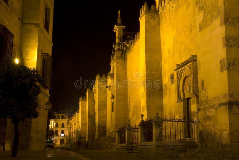 Mezquita de Córdoba en la noche. imagen de archivo libre de regalías