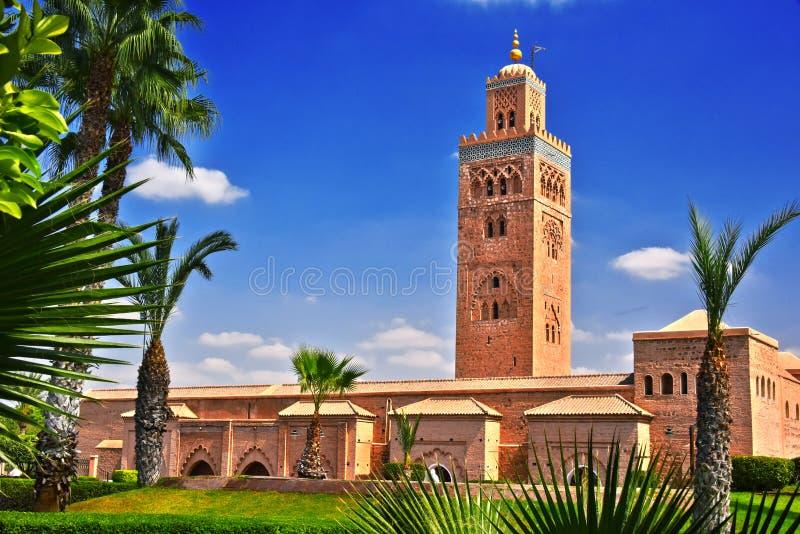Mezquita de Koutoubia en el cuarto de Medina del sudoeste de Marrakesh fotos de archivo libres de regalías