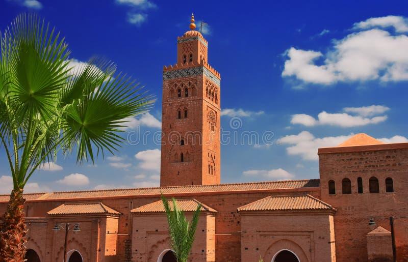 Mezquita de Koutoubia en el cuarto de Medina del sudoeste de Marrakesh fotografía de archivo libre de regalías