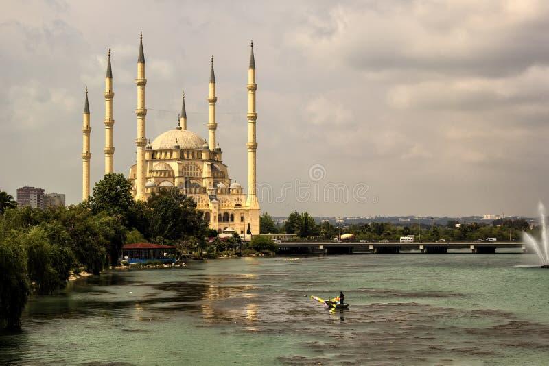 Mezquita de la central de Adana Sabanci foto de archivo