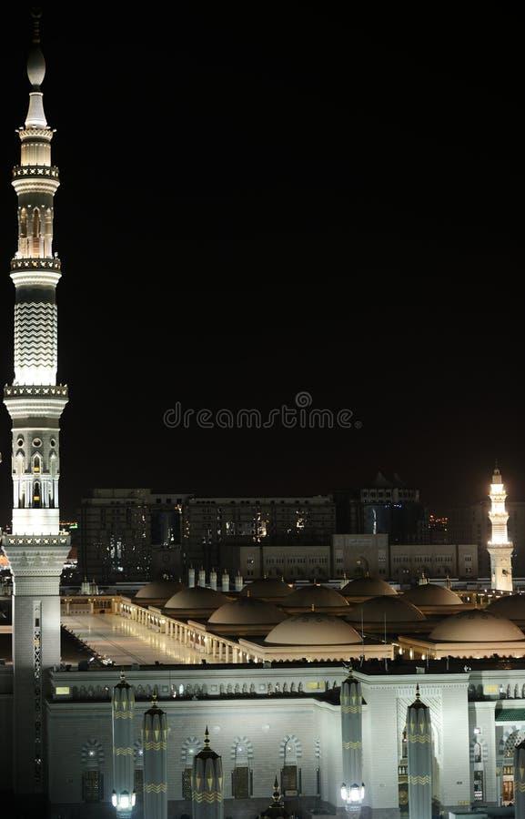Mezquita de Madina en la noche fotos de archivo