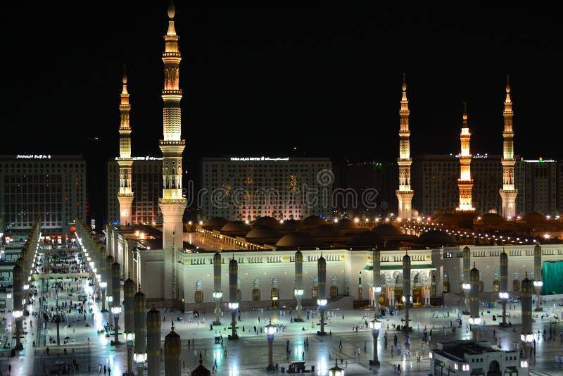Mezquita de Nabawi en el lado oeste de Medina en la noche imágenes de archivo libres de regalías