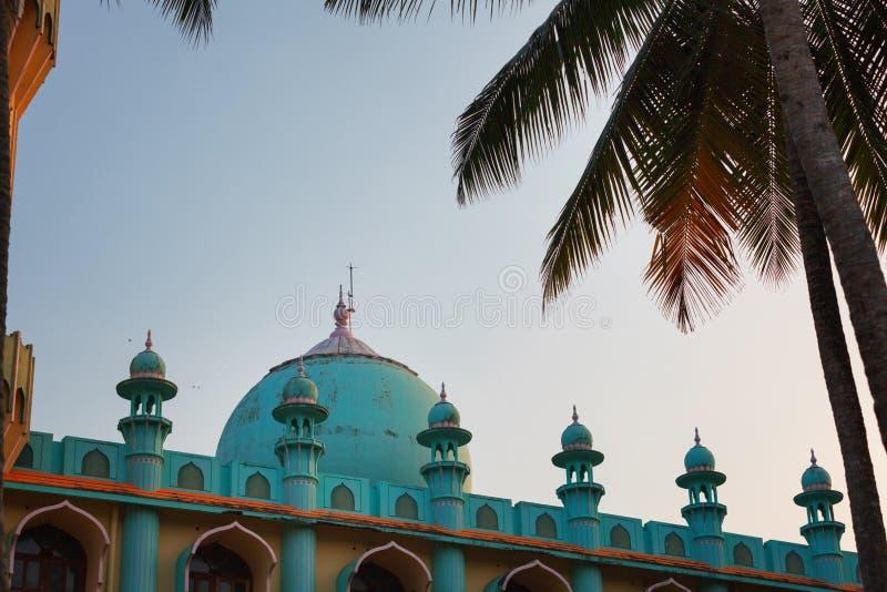 Mezquita de Odayam Juma Masjid en la playa de Varkala, Kerala, la India imágenes de archivo libres de regalías