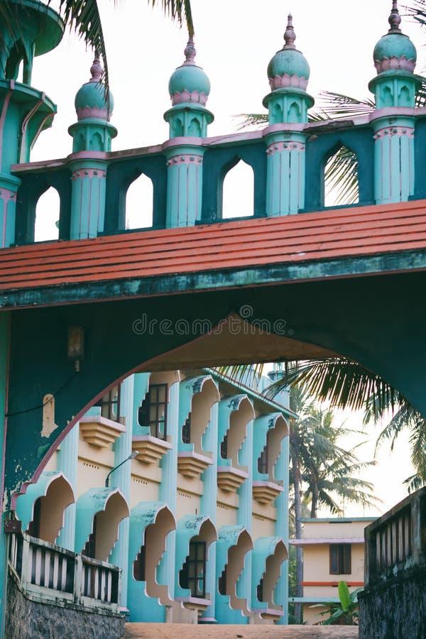 Mezquita de Odayam Juma Masjid en la playa de Varkala, Kerala, la India imagen de archivo