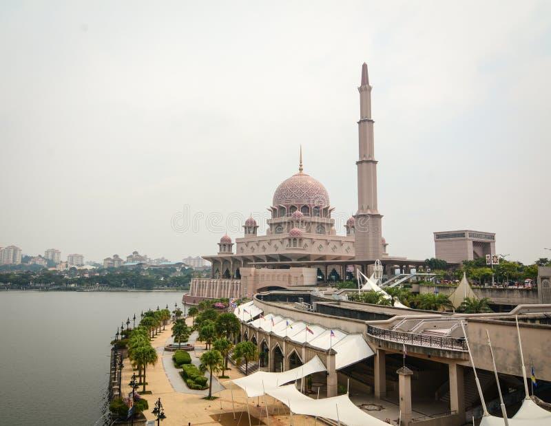 Mezquita de Putra en Putrajaya, Malasia fotos de archivo