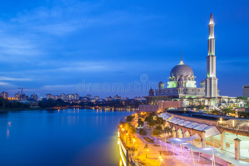 Mezquita de Putra, Putrajaya, Malasia fotografía de archivo libre de regalías