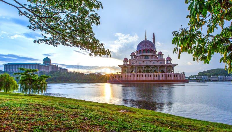 Mezquita de Putra, Putrajaya, Malasia II foto de archivo