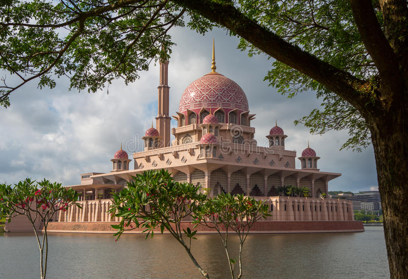 Mezquita de Putra, Putrajaya, Malasia IX fotos de archivo