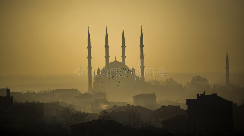 Mezquita de Selimiye en niebla imágenes de archivo libres de regalías