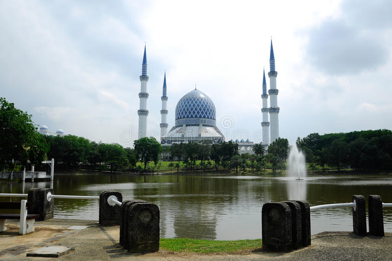 Mezquita a de Sultan Salahuddin Abdul Aziz Shah K un Sah Alam Mosque imagen de archivo libre de regalías