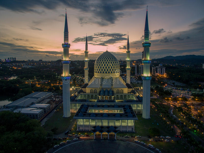 Mezquita de Sultan Salahuddin Abdul Aziz Shah, Shah Alam, Selangor, Malasia imágenes de archivo libres de regalías