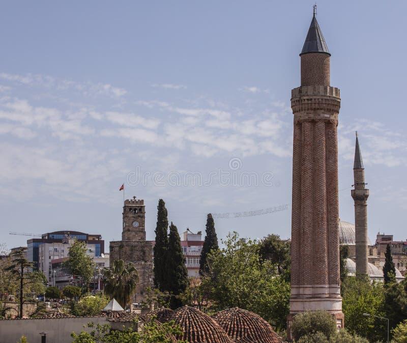 Mezquita de Yivli Minare y torre de reloj imágenes de archivo libres de regalías