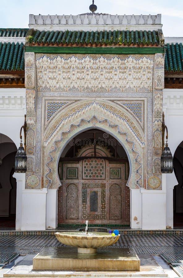 Mezquita del al-Karaouine La universidad anterior de Al Quaraouiyine, Fes, Marruecos fotos de archivo