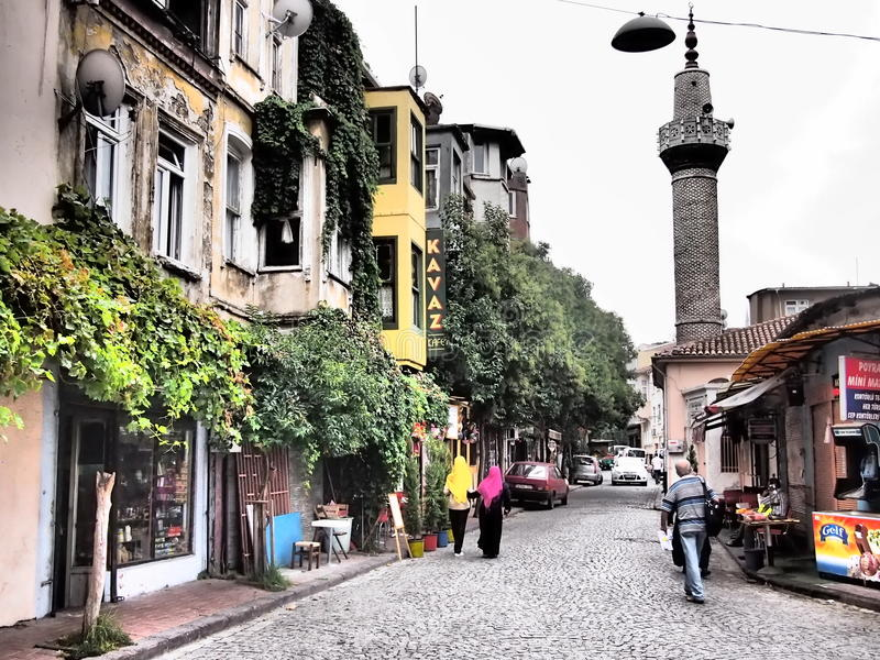 Mezquita en Balat colorido, Estambul imagen de archivo