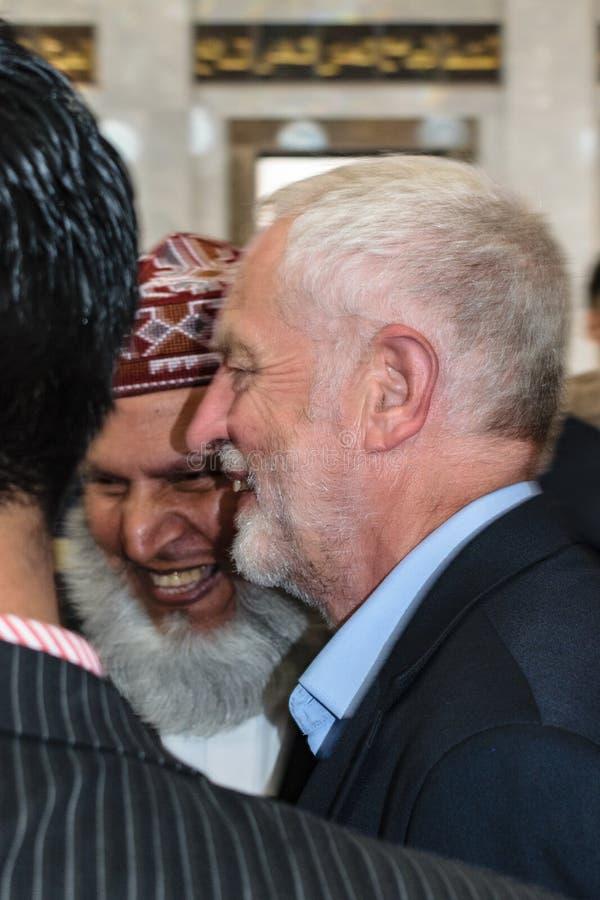 Mezquita que visita de Jeremy Corbyn imágenes de archivo libres de regalías