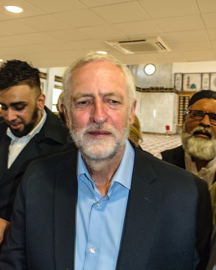 Mezquita que visita de Jeremy Corbyn imagenes de archivo