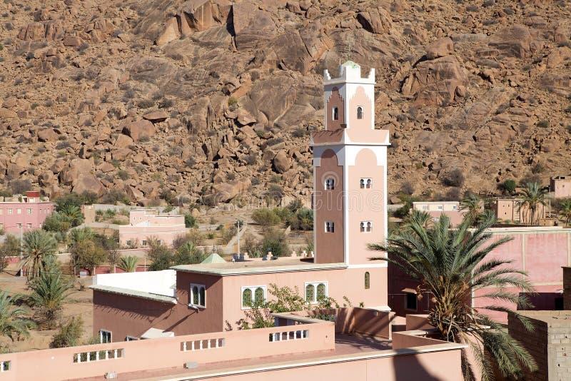 Mezquita y aldea fotografía de archivo