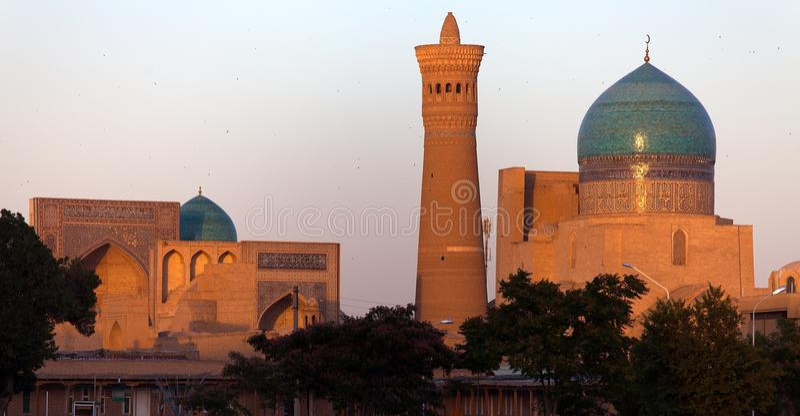 Mezquita y alminar - Bukhara - Uzbekistán de Kalon imagen de archivo libre de regalías