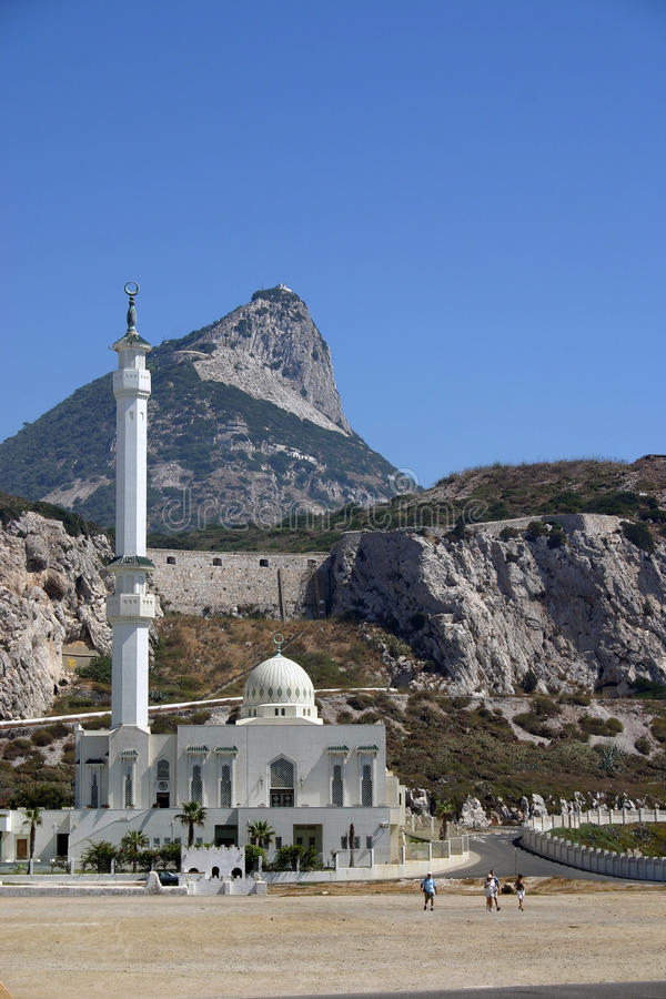 Mezquita y la roca fotografía de archivo