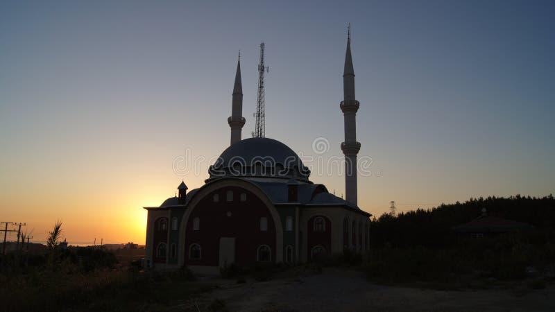 Mezquita y puesta del sol fotografía de archivo libre de regalías