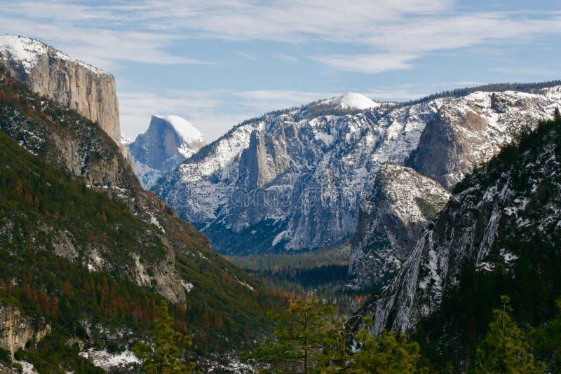 Mezza cupola in Yosemite nell'inverno fotografia stock libera da diritti