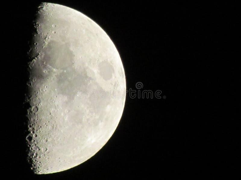 Mezza luna visibile fotografia stock libera da diritti