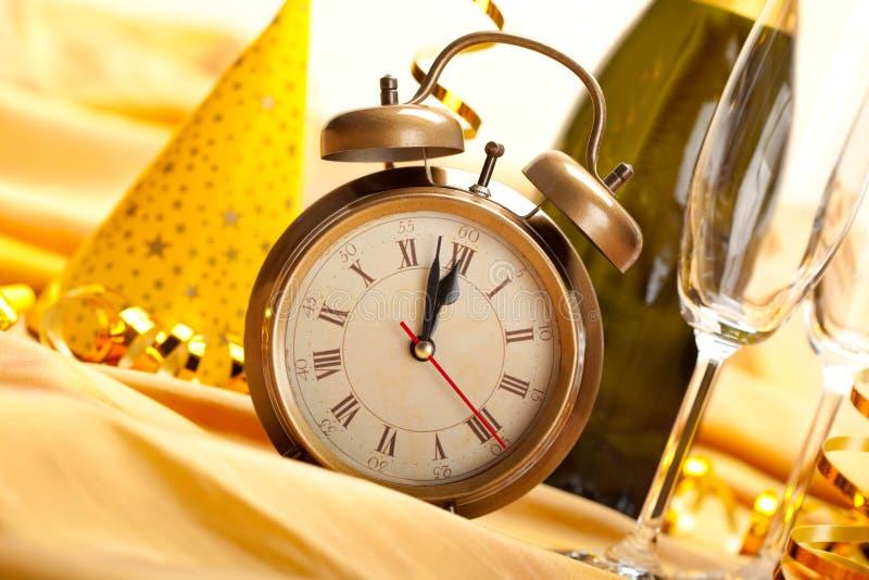 Mezzanotte - fronte e decorazioni di orologio immagini stock libere da diritti