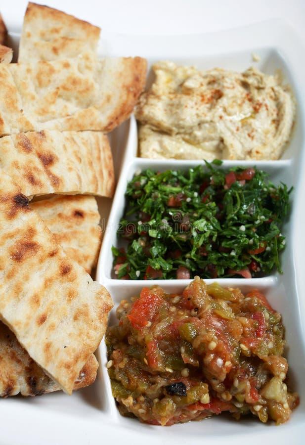 Mezzes und Brotvertikale lizenzfreie stockbilder