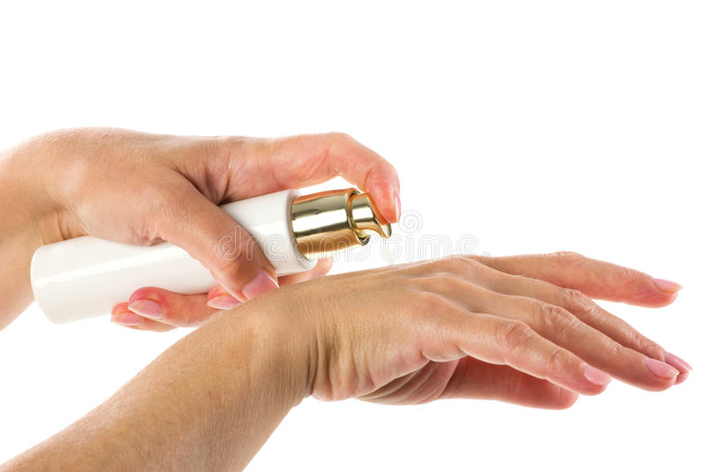 Mezzi del cosmetico in mani della donna fotografia stock