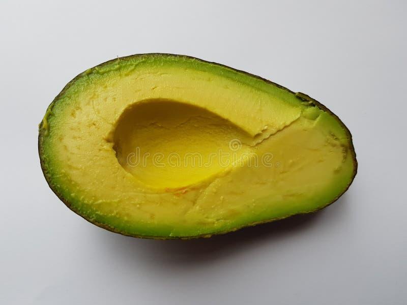 mezzo avocado senza semi, verdura sana, ingrediente per le insalate immagini stock libere da diritti