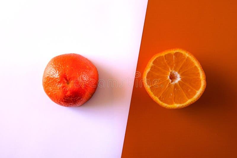 Mezzo Libro Bianco arancio due fotografia stock libera da diritti