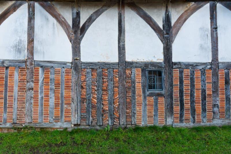 Mezzo rafforzamento con legname Facciata a graticcio della casa immagine stock libera da diritti