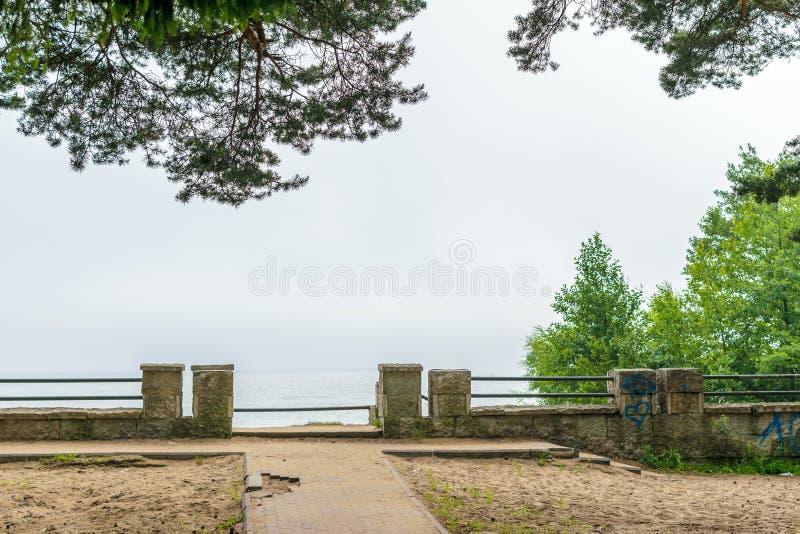 Mgła na morze bałtyckie plaży, Repino, Petersburg zdjęcie royalty free