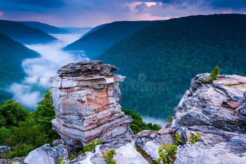 Mgła w Blackwater jarze przy zmierzchem, widzieć od Lindy punktu, b zdjęcie royalty free