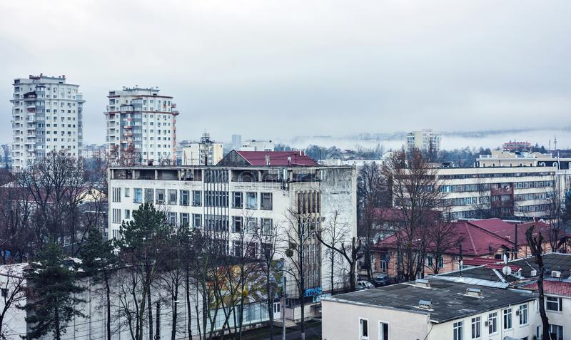 Mgłowy dzień w Chisinau miasteczku fotografia stock