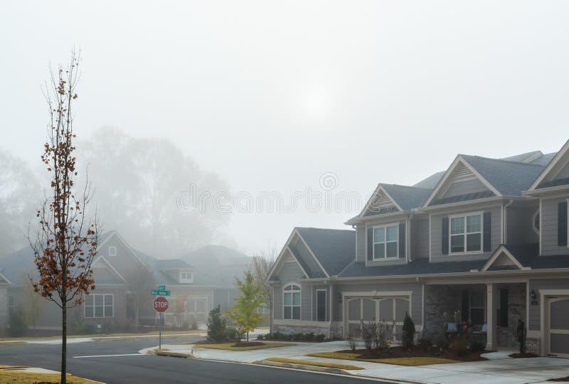 Mgłowy dzień w sąsiedztwie zdjęcie stock