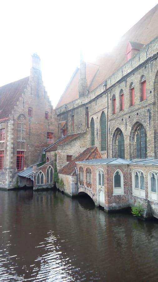 Mgliści kanały Bruges, Belgia obraz royalty free