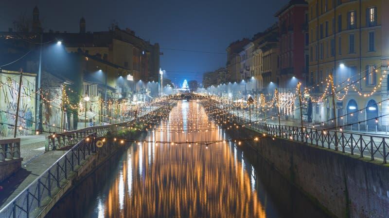Mglisty Navigli pierwszy dzień rok w Mediolan nocą obraz stock