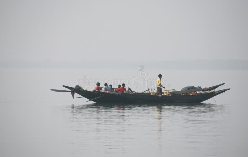 Mglisty ranek na holiest rzeki w India Ganges delta w Sundarbans, India obraz stock