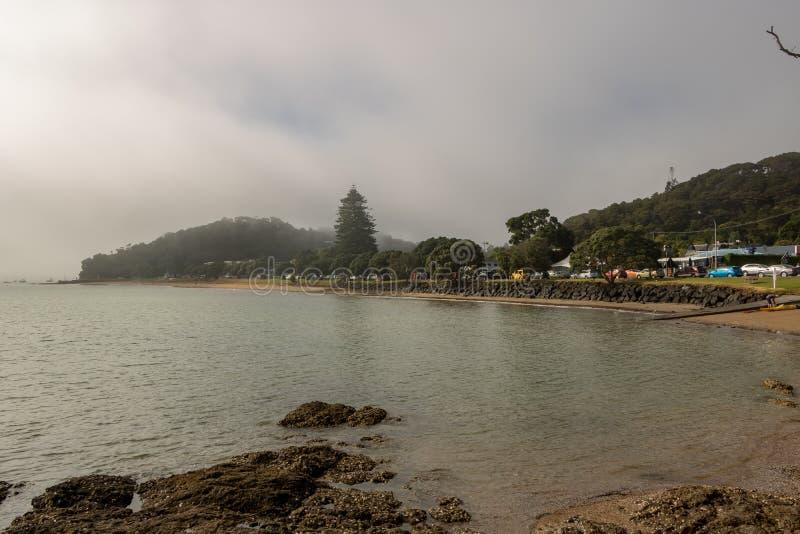 Mglisty ranek Na zatoce wyspy plaża obraz stock
