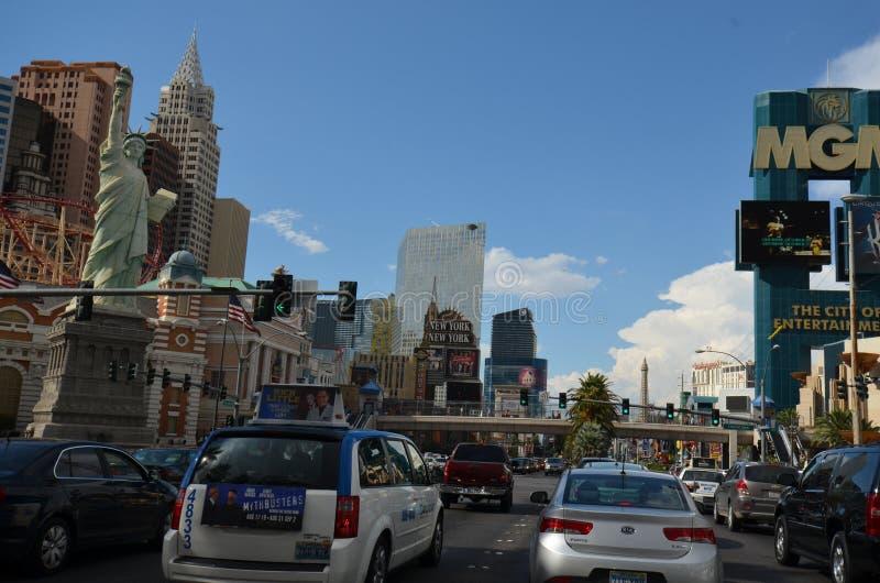 Mgm Grand, nytt York-nytt York hotell & kasino, remsan, Mgm Grand Las Vegas, bil, storstadsområde, stad, stadsområde royaltyfri bild
