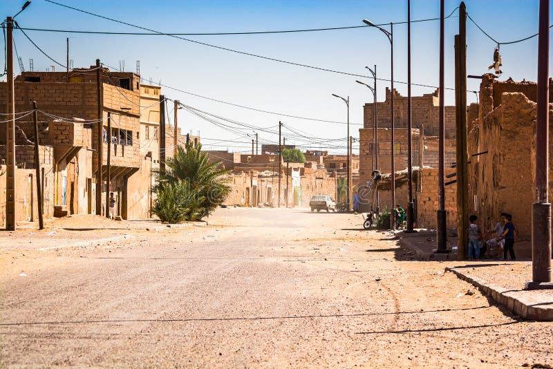 MHamid,摩洛哥-双十国庆,2013年 是公认的门村庄对沙漠撒哈拉 图库摄影