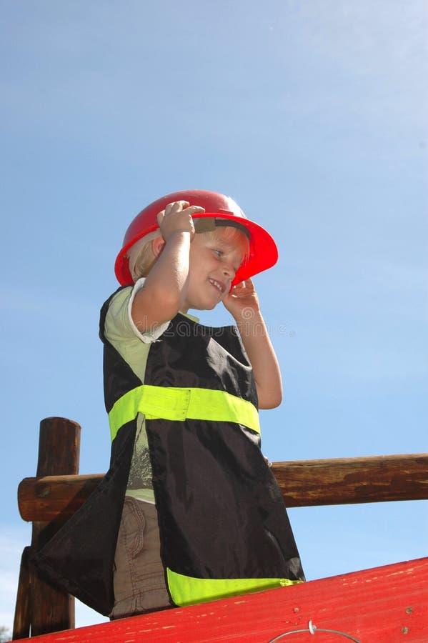 Miúdo do sapador-bombeiro imagens de stock royalty free