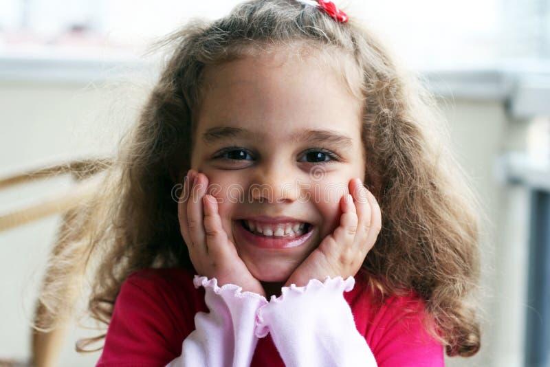 Miúdo feliz de sorriso foto de stock royalty free