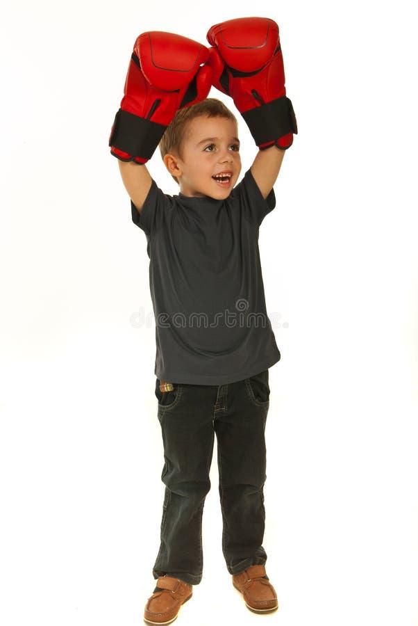 Miúdo feliz do pugilista do vencedor fotos de stock