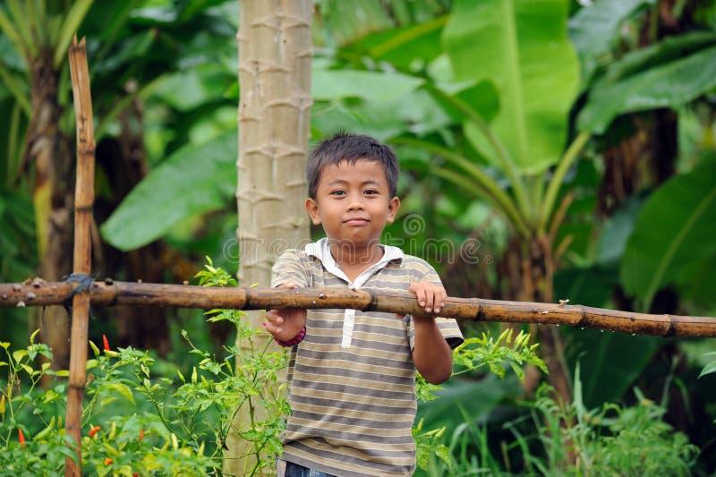 Miúdo indonésio da vila fotografia de stock royalty free